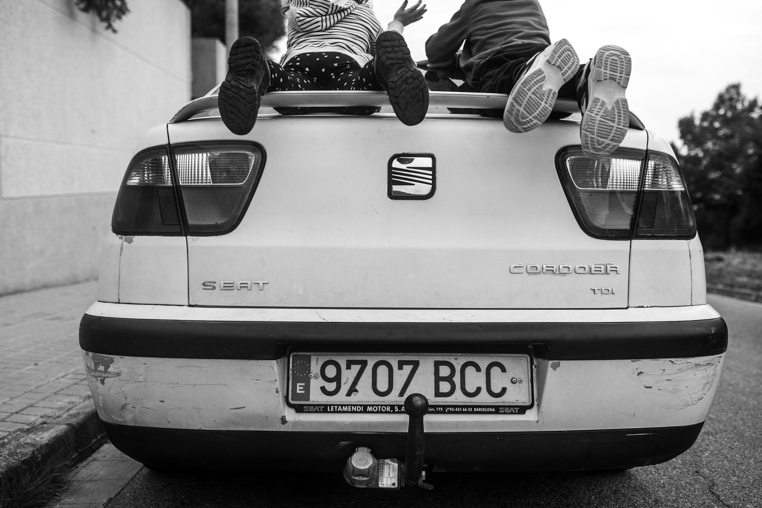 2 children playing in the car